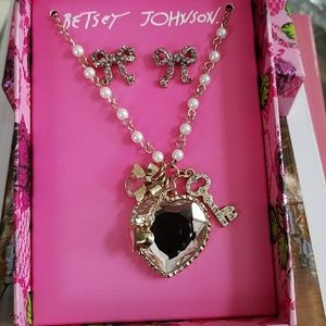 Authentic Betsey Johnson Necklace Set New/tag